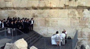 """קונסרבטיבים ב""""עזרת ישראל"""" בכותל (קרדיט תמונה: התנועה המסורתית)"""